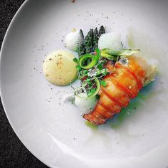 263 mentions J'aime, 4 commentaires – Michel der Gaspard (@micheldergaspard) sur Instagram : « Lobster, hollandaise sauce & grapefruit brûlée.... Find the recipe on Cookniche.com »