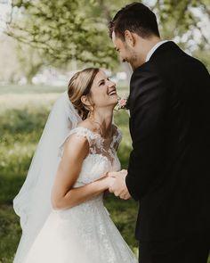 First Look 🤩⠀ Den Moment vom ersten Mal sehen so richtig geniessen? Nehmt euch vor der Trauung eine Stunde Zeit. Der Bräutigam wartet dann mit dem Rücken zur Braut bis sie auf ihn zugeht. Noch mehr Spannung geht fast nicht. ⠀ .⠀ .⠀ .⠀ .⠀ .⠀ .⠀ .⠀ ⠀ #adventuresession #theweddinglegends #photobugcommunity #helloelopement #indiewedding #adventureelopement #lookslikefilm #adventurouswedding #weddinginspiration ⠀ #intimatewedding #adventurouslovestories #gypsybride ⠀… Wedding Dresses, Instagram, Fashion, Bride Dresses, Moda, Bridal Gowns, Fashion Styles, Weeding Dresses, Wedding Dressses