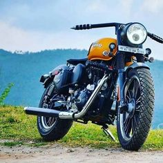 Modified Royal Enfield 2017 - An awesome modification of royal enfield classic Enfield Bike, Enfield Motorcycle, Motorcycle Style, Royal Enfield India, Royal Enfield Bullet, Custom Cafe Racer, Cafe Racer Build, Blue Background Images, Best Photo Background