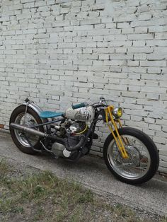 Kawasaki KZ400 hardtail custom with yellow girder front end and blue solo seat | BR MotoArt, Italy