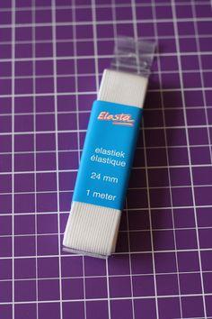 Ik kocht geweldig, heerlijk, breed elastiek in. Wel 24 mm. Nu vragen jullie je natuurlijk af wat je dáár nu mee kan doen. Wel, ik wilde he...