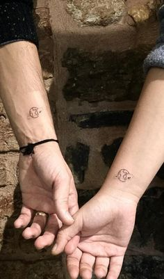 Couple Tattoos for you to do with your love Bff Tattoos, Mini Tattoos, Best Friend Tattoos, Cute Tattoos, Unique Tattoos, Tribal Tattoos, Front Shoulder Tattoos, Couple Tattoos Love, Small Tattoos For Couples
