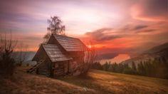 Ein herrlicher Sonnenuntergang am Millstätter See in Kärnten Vienna, Austria, Cabin, House Styles, Decor, Sunset, Dekoration, Decoration, Cabins