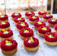 Fresh raspberries for Christmas is a real luxury, but if you have them, here is another one pretty idea for an addition to the Christmas dessert listing. Tart Recipes, Sweet Recipes, Dessert Recipes, Cooking Recipes, Fancy Desserts, Delicious Desserts, Yummy Food, Mini Patisserie, Food Crush