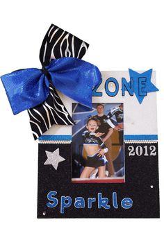 fun idea for locker decorations Cheerleading Treats, Cheer Coaches, Cheer Mom, Team Cheer, Cheer Stuff, Dance Team Gifts, Cheer Gifts, Cheer Dance, Cheer Bags