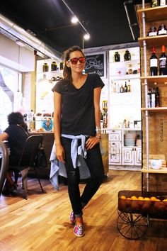 COOHUCO's blog: casual weekend look- tshirt + rolled up jeans + espadrilles/TOMS