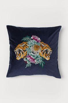 Cotton Velvet Cushion Cover - Dark blue/tigers - Home All Tiger Home, Metal Photo Frames, H & M Home, Dark Blue Green, Blue Tigers, Velvet Curtains, Velvet Cushions, Blinde, Linen Napkins