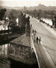 Landisch Charles Bridge, Prague, No tourists! Black And White Artwork, Black White Photos, Old Pictures, Old Photos, Charles Bridge, Prague Czech Republic, Heart Of Europe, Old Photography, Future Travel