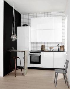 Une petite cuisine qui mixe les styles déco