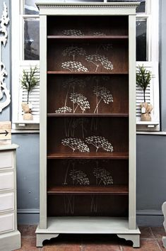 Antiquechic - Page 2 of 70 - recycling and reinventing furniture Recycled Furniture, Art Furniture, Furniture Makeover, Painted Furniture, Furniture Design, Furniture Inspiration, Painting Inspiration, Bookshelves, Bookcase
