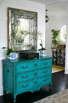 Love the mirror & the dresser. Would make a great bath vanity.
