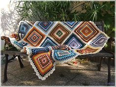 Beautiful crochet squares using granny pattern. Easy and fast!