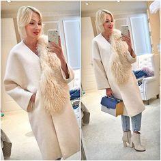 WEBSTA @ roksana_fashion - Роскошное пальто из буклированной шерсти цвета топлёного молока, с отделкой из меха ламы сейчас можно приобрести со скидкой в наших магазинах!