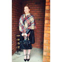 Blanket scarf, pleather midi skirt, also studded heels Fall Plaid, Tartan Plaid, Plaid Scarf, Studded Heels, Blanket Scarf, Fall 2015, Midi Skirt, Street Style, Aldo