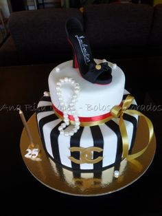 Sapato Louboutin e Chanel - by Ana Rita Lopes - Bolos Decorados @ CakesDecor.com - cake decorating website