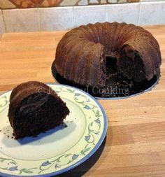 La ciambella al cacao soffice con cuore di Nutella è un dolce goloso semplice da realizzare ottima alternativa come merenda o a colazione