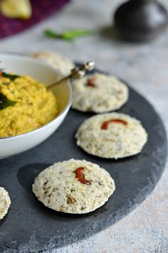 Instant palak Rava Idli (Semolina steamed cake with spinach) is the perfect NO OIL breakfast from South India. Served with chutney or sambar, this is easy and quick to make. Healthy, Gluten free low calorie meal.