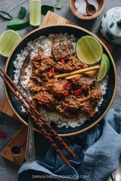 This beef rendang recipe yields buttery, juicy beef in a thick, rich, caramelized curry sauce. Learn how to make authentic Indonesian beef rendang. Indian Food Recipes, Asian Recipes, Beef Recipes, Ethnic Recipes, Chinese Recipes, Beef Rendang Recipe, Pasta Al Curry, Asia Food, Asian Grocery