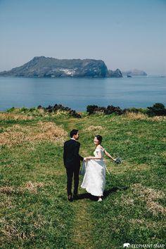 Pre Wedding Photoshoot, Wedding Poses, Wedding Couples, Wedding Invitation Etiquette, Romantic Wedding Photos, Korean Wedding, Wedding Photography Tips, Wedding Story, Wedding Styles
