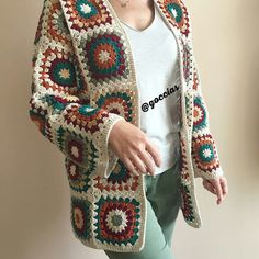 Suitable for medium and large size. Material is coton yarn Crochet Coat, Crochet Cardigan Pattern, Crochet Tunic, Granny Square Crochet Pattern, Knitted Coat, Crochet Jacket, Crochet Granny, Knit Patterns, Crochet Clothes