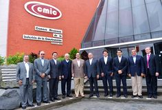 El gobernador Javier Duarte de Ochoa se reunió con representantes de diferentes delegaciones de la Cámara Mexicana de la Industria de la Construcción (CMIC), acompañado por el secretario de Infraestructura y Obras Públicas, Gerardo Buganza Salmerón.