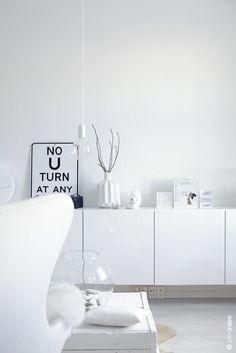 Meuble Besta Ikea : un système de rangement modulable Estilo Interior, Interior Styling, Interior Design, Ikea Interior, Interior Modern, Room Inspiration, Interior Inspiration, Design Inspiration, Family Wall