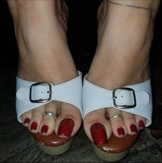Nice Toes, Pretty Toes, Beautiful Toes, Gorgeous Heels, Sexy Zehen, Long Toenails, Pretty Sandals, Sexy Legs And Heels, Foot Toe