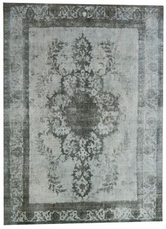 Beautiful bleached carpet from pakistan. Item number 546 | 1115 | size 3.74 x 2.98. The recoloured rugs from ftwl are handmade knotted, each piece are dyed or bleached. That makes every rug unique. Check our collection on www.ftwl.nl