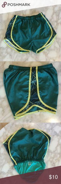 🏃🏽♀️Nike Running Short 🏃🏽♀️ DriFit Nike running short with liner, mesh sides, drawstring, kelly green with yellow trim. Nike Shorts