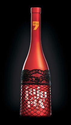 Os sete pecados capitais são os elementos utilizados nas garrafas de vinho da…