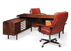 AN ARNE VODDER (1926-2009) BRAZILIAN ROSEWOOD EXECUTIVE DESK AND CHAIRS