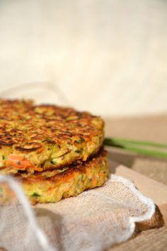Vegetable pancakes with oatmeal {Thursday Veggie} www.lesrecettesde … Vegetable pancakes with oatmeal {Thursday Veggie} www. Vegan Vegetarian, Vegetarian Recipes, Cooking Recipes, Healthy Recipes, Healthy Drinks, Vegetable Pancakes, Chickpea Pancakes, Oatmeal Pancakes, Good Food