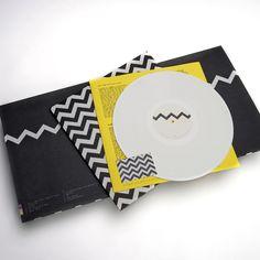 The zig zag design is a 'pop art interpretation of static on a TV screen' Lp Cover, Vinyl Cover, Cover Art, Cd Design, Album Cover Design, Pop Art, Schrift Design, Cd Artwork, Cd Packaging