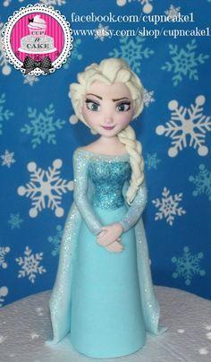 Ich nehme Sonderanfertigungen für Fondant cake Toppers, Posteingang mich für ein Zitat :) Dieses Angebot ist eine Elsa Fondant Cake Topper, sie steht
