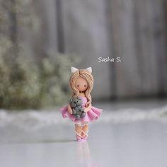 Нежная кошечка и Басик) Ждут одобрения хозяйки🐰 а я вам покажу, потому что уж очень нравятся🙈  #полимернаяглина #пластика #Ижевск #девочка #хобби #хэндмэйд #своимируками #творчество #sweet_craft #polymerclay #girl #cute #art #handmade #hobby #фимо #fimo