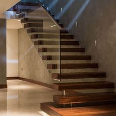 Diseño de escaleras flotantes minimalistas