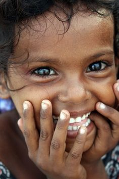 Big, beautiful eyes, with a big, beautiful smile! Beautiful Smile, Beautiful Children, Beautiful People, Beautiful Beach, Smile Face, Make You Smile, World Photography, Jolie Photo, Happy People