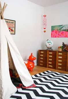 teepee playroom with chevron rug. simple and fun.-May have to paint a rug like this for basement playroom...