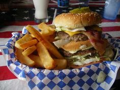 Fat Smitty burger | © Jessica Rossi/Flickr