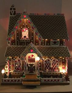 My Miniature Madness: Sweet Christmas Cottage - Gingerbread Exterior Gingerbread House Designs, Gingerbread House Parties, Gingerbread Village, Christmas Gingerbread House, Miniature Christmas, Homemade Gingerbread House, Gingerbread Cookies, Christmas Goodies, Christmas Treats