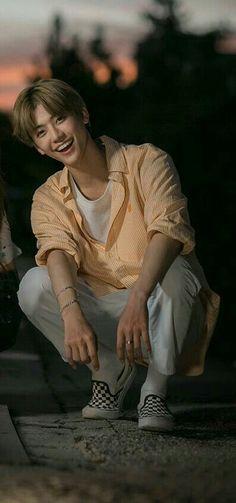 Na Jaemin ruining my life. Just look at him 💛👌🏼 NCT Nct Taeyong, Nct 127, Fandom Kpop, Nct Dream Jaemin, Na Jaemin, Perfect Boy, My Heritage, Yuta, Kpop Boy