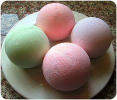 Snowball Bath Bombs: Homemade Natural Lush Bath Bombs Recipe (DIY Spa Craft Gift Idea for Christmas)