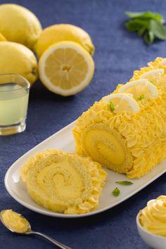 Rotolo con crema al limoncello: soffice, fresco e cremoso. Assolutamente irresistibile! [Limoncello cream roll]