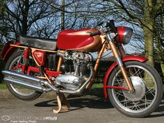 As a young pre-adolescent in merry old England, our Memorable Motorcycles correspondent was beginning to discover new intense emotional and physical attractions… to the Ducati Silverstone Super!