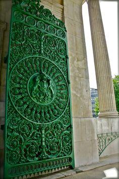 Cool Front Door Design Idea Of Ornate Green Painted Iron Gate Combine With Big Pillars Les Doors, Windows And Doors, Cool Doors, Unique Doors, Palette Verte, Color Secundario, Porte Cochere, When One Door Closes, Door Knockers