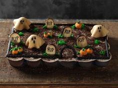 Pull Apart Graveyard Cupcakes: Although it looks almost like a cake, this graveyard is made up of individual cupcakes, making it a self-serve party option. Just grab your cupcake and go — no knives necessary.