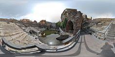 #invasionidigitali #teatroromanocatania #siciliainvasa #igersitalia #igersicilia Vista a 360° della cavea e dei resti della scena del Teatro. L'edificio venne monumentalizzato nel corso del II secolo d.C. e a questo periodo risale il suo aspetto visibile. A destra dell'osservatore è ben visibile il complesso di archi che sosteneva la via Grotte, demolita con gli sbancamenti degli anni '50, una strada che passava sopra le strutture romane e divideva in due le casupole costruite sopra