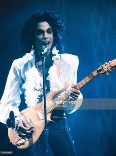 Prince performs onstage during his 'Lovesexy' tour at Madison Square Garden in…