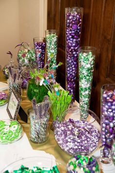 Green and purple candy buffet. Great idea for a Mardi Gras party! Look for the glassware at Purple Candy Buffet, Candy Buffet Tables, Candy Table, Party Buffet, 16th Birthday, Birthday Parties, Barney Birthday Party, Frog Baby Showers, Princesa Tiana