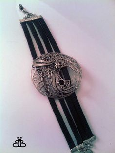 Silver filigree bracelete with leather.